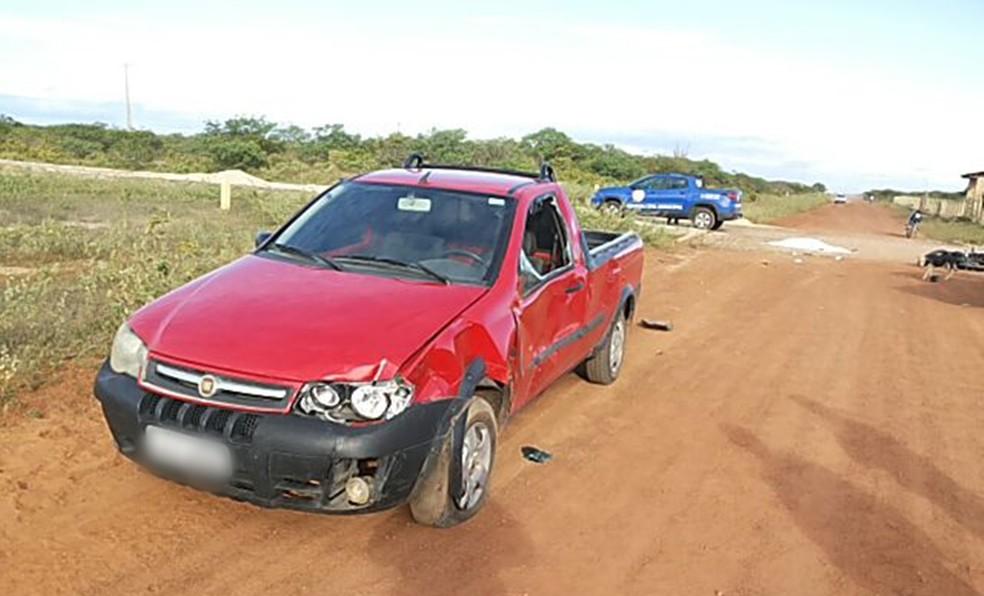 Carro envolvido no acidente foi abandonado pelo motorista (Foto: Divulgação/Guarda Municipal de Guamaré)