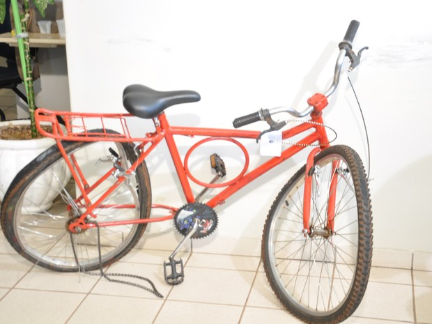 Bicicleta do adolescente morto (Foto: Juliana Aguiar)