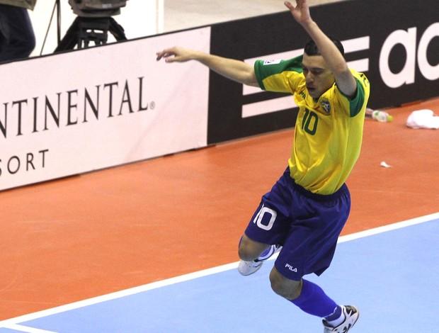 Mundial de futsal fernandinho brasil gol japão (Foto: Agência Reuters)