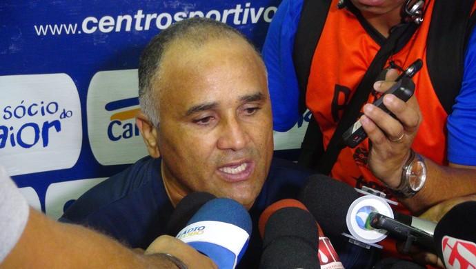 Oliveira Canindé, técnico do CSA (Foto: Viviane Leão / GloboEsporte.com)