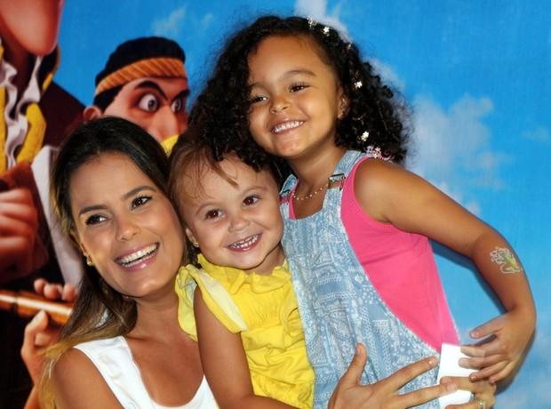 Luciele Camargo e filhos na pré estréia do novo desenho da Disney  (Foto: Renan Katayama / Flash Glamour)