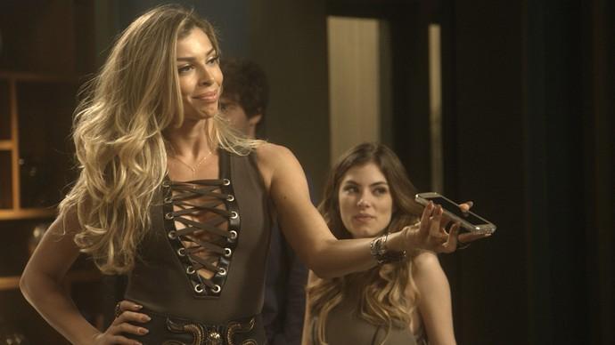Luciane cria armadilha para desmascarar Aline (Foto: TV Globo)