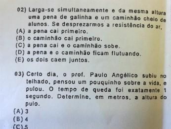 Em outra questão, é pedido que os alunos calculem o tempo de queda de um professor que pulou de um telhado (Foto: Reprodução)