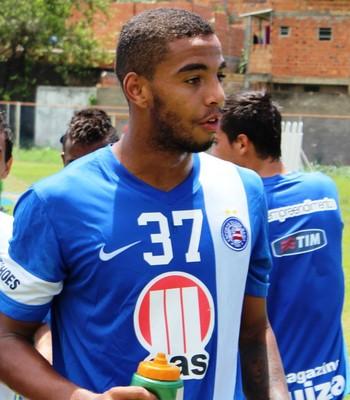 Flamengo entra em disputa para contratar jovem meia da base do Bahia