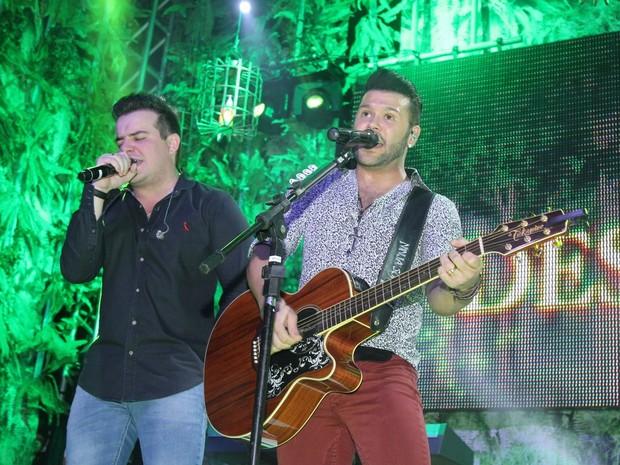 Dupla sertaneja Marcos e Belluti em show em São Paulo (Foto: Thiago Duran/ Ag. News)