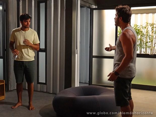 Marlon se irrita com as perguntas de William (Foto: Além do Horizonte/TV Globo)