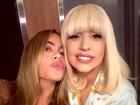 Sofia Vergara faz biquinho em selfie com Lady Gaga