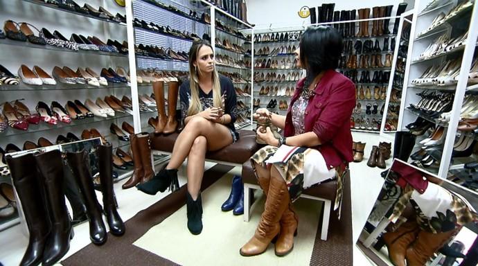 Com a ajuda da consultora de moda e estilo Justine Armani, Aline Lima fala das tendências de botas para 2016 (Foto: reprodução EPTV)