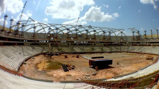 Arena da Amazônia instalação de peças da fachada (Foto: Isabella Pina)