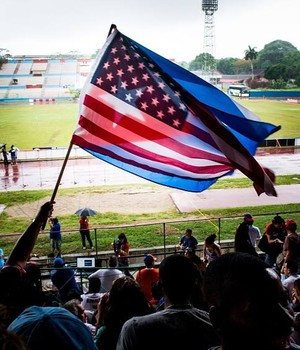 Bandeiras Cuba e Estados Unidos (Foto: Reprodução / Facebook)