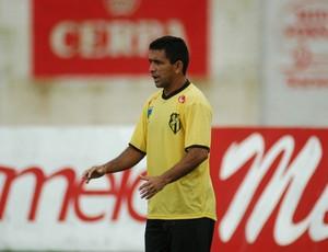 Luis Carlos Apeú é o treinador do Castanhal (Foto: Ray Nonato / O Liberal)