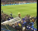 Hiddink é jogado no chão em confusão após empate entre Chelsea e Tottenham