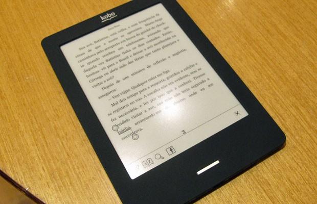 Leitor digital Kobo, comercializado no Brasil pela Livraria Cultura (Foto: Laura Brentano/G1)