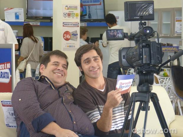 Ernesto faz vídeo para Jonas a mando de Barata (Foto: Geração Brasil/ TV Globo)