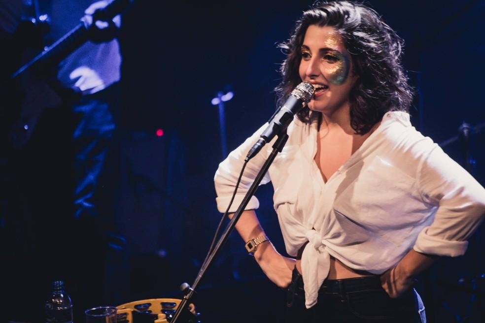A cantora Clarice Falcão (Foto: Reprodução/Facebook/Clarice Falcão)