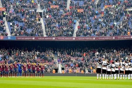 jogo Barcelona e Valencia homenagem Luis Aragones (Foto: AFP)