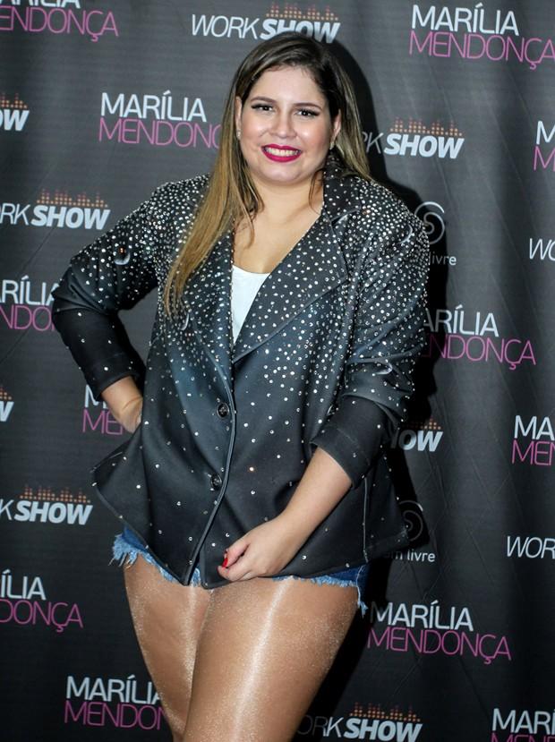 Marília Mendonça usando jaqueta feito por Pantera (Foto: Marcello Sá Barretto/AgNews)