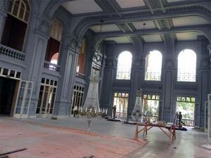 Lustres originais foram totalmente restaurados no Palace Casino (Foto: Assessoria de Imprensa/ Prefeitura de Poços de Caldas)