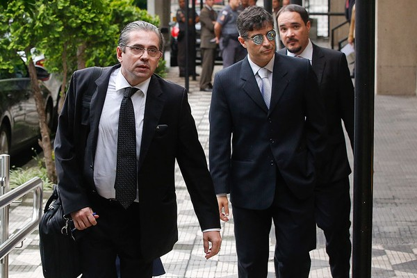 Os promotores José Carlos Blat, Cássio Conserino e Fernando Araújo, autores do pedido de prisão (Foto: AP Photo/Andre Penner)
