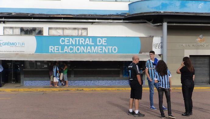 Últimos ingressos para sócios do Grêmio são vendidos no Olímpico (Foto: Tatiana Lopes/GloboEsporte.com)
