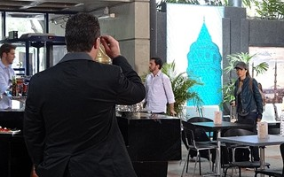 Morena e Russo se reencontram (Foto: TV Globo)