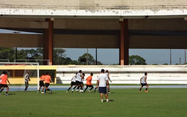 Time realizando treino no Mangueirão (Foto: GLOBOESPORTE.COM/PA)