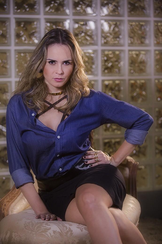Em ensaio, Ana Paula encarna personagem de Giovanna Antonelli em A Regra do Jogo (Foto: Raphael Dias/Gshow)