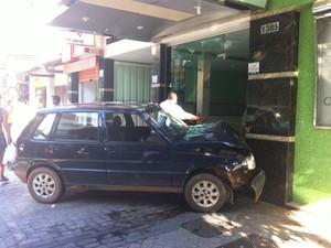 Testemunhas disseram que o motorista do veículo estaria bêbado (Foto: Diego Souza)