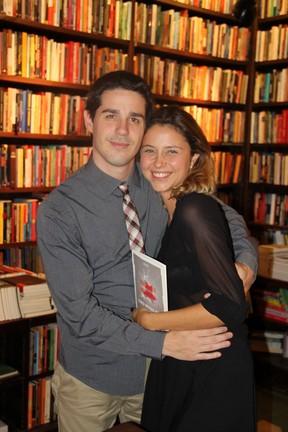 Pedro Neschiling e Luiza Curvo emlançamento de livro no Rio (Foto: Rogério Fidalgo/ Ag. News)