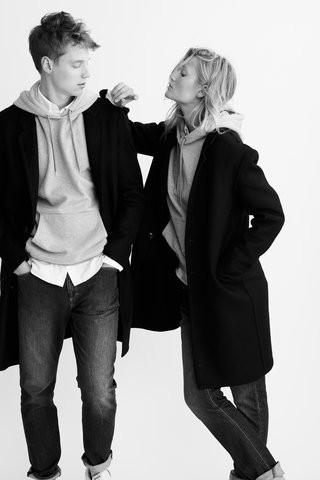 Irmãos-modelos Toni e Niklas Garrn lançam coleção-cápsula unisex (Foto: Divulgação)