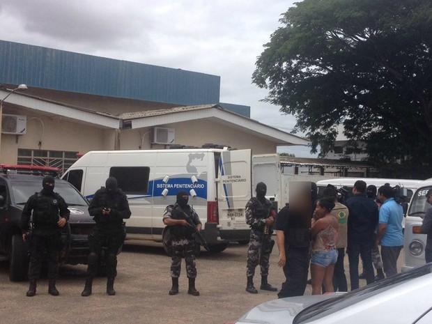 Detentos ligados a facções criminosas fazem exames no IML (Foto: Jackson Félix/G1 RR)