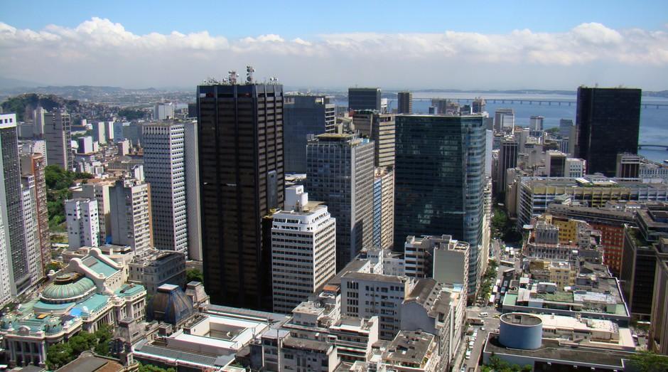 Centro do Rio de Janeiro está com boa parte das lojas e empresas fechadas (Foto: Wikicommons)