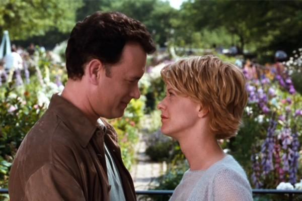 Meg Ryan e Tom Hanks formam mesmo um casal perfeito, já que protagonizaram três das comédias mais icônicas da década de 1990: 'Joe Contra o Vulcão' (1990), 'Sintonia de Amor' (1993) e 'Mens@gem Pra Você' (1998 - foto). (Foto: Divulgação)