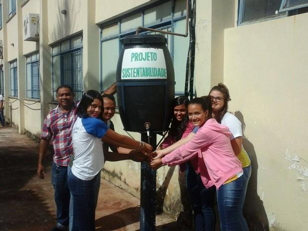 Projeto em escola em Araguaína reutiliza água que sair do ar-condicionado (Foto: Manoel Barbosa/Divulgação)