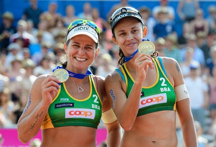 Larissa (esq) e Talita atuarão nos dias 7, 9 e 11  (Foto: Divulgação/FIVB)
