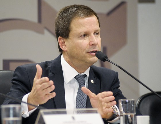 Governo estuda aumento no PIS/Cofins — Meirelles