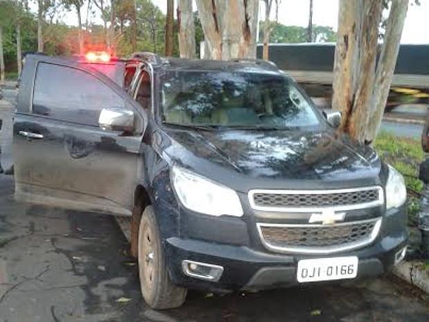 Segundo a PRF, veículo foi abandonado após a fuga (Foto: Divulgação / PRF)