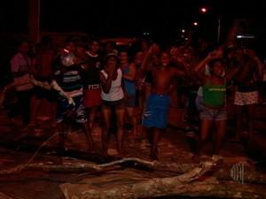 Manifestação em Santa Isabel (Foto: Reprodução/TV Diário)