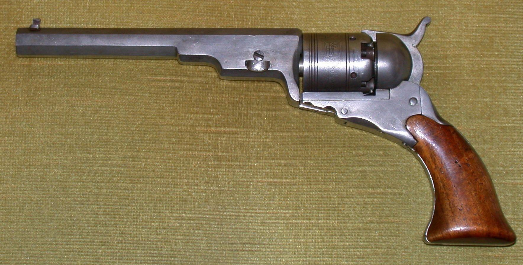 Réplica de um Colt Paterson, primeiro revólver produzido em escala comercial, de 1836. (Foto: wikimedia commons)