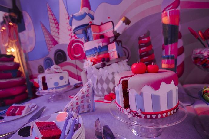 Olha a fofura desse bolo! A gente não sabe se come ou se fica namorando ele (Foto: Raphael Dias / Gshow)