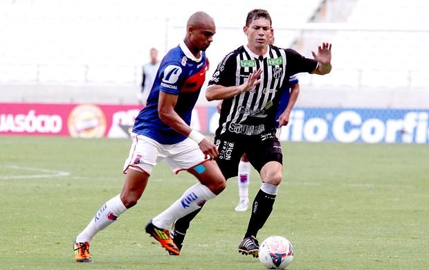 Edimar jogo Paraná contra Ceará (Foto: LC Moreira / Futura Press)