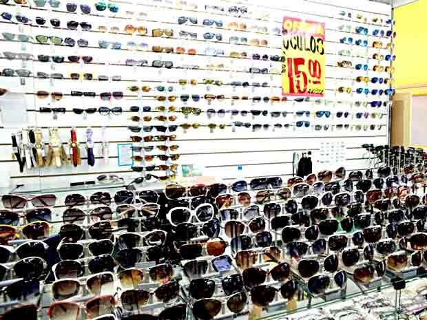 Óculos falsos que fora apreendidos durante operação da Seops, DCPin e PM  (Foto  8ede79a956