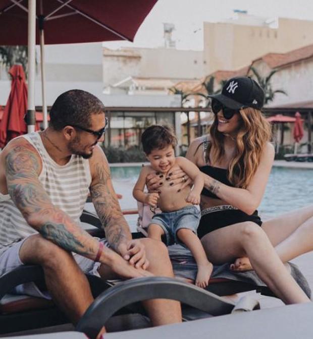 O ex-BBB Fernando Medeiros com o filho, Lucca, e a mulher, Aline Gotschalg (Foto: Reprodução/Instagram)