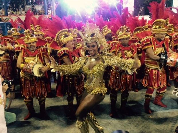 Rainha de bateria da Estácio de Sá, Luana Bandeira (Foto: Thiago Brandão/G1)