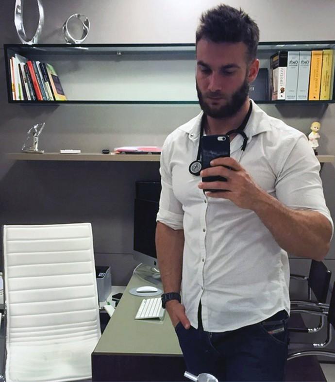 Wesley na clínica: bonitão planeja ter outro consultório, no Espírito Santo (Foto: Reprodução)
