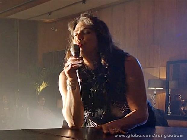Mulher Pau de Jacu faz uma apresentação especial (Foto: Sangue Bom/TV Globo)