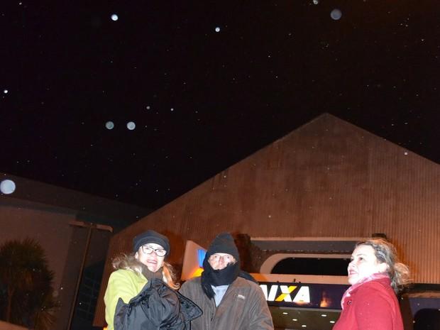 Turistas e moradores aproveitaram para ficar nas ruas durante a neve (Foto: Mycchel Hudsonn Legnaghi / São Joaquim Online)