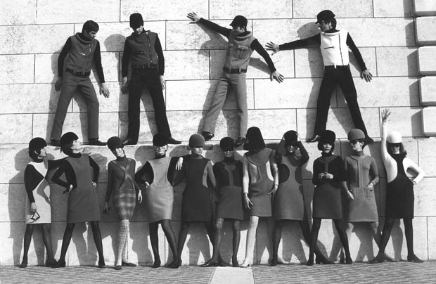 Pierre Cardin models dressing for the space-age, 1968  (Foto: Archive Pierre Cardin)