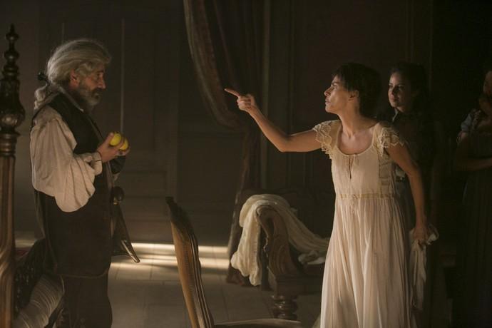 Dionísia discute com Mão de Luva (Foto: Raphael Dias/Gshow)