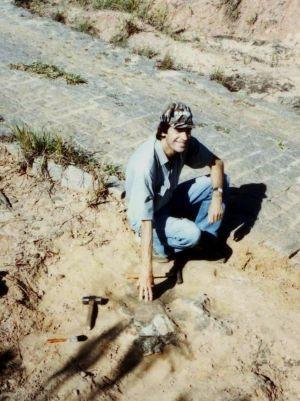Pesquisador encontrou primeiro fóssil na região em 1993 (Foto: Willian Nava / arquivo pessoal)